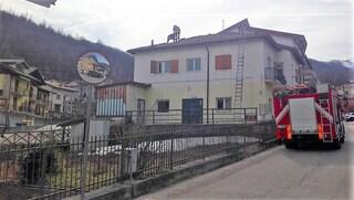 Cuneo: operaio di 65 anni precipita per 9 metri dal tetto che sta riparando e muore