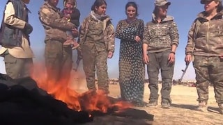 """""""Vorrei bruciarli come ho fatto coi miei vestiti"""": la storia di Israa, schiava sessuale dell'Isis"""