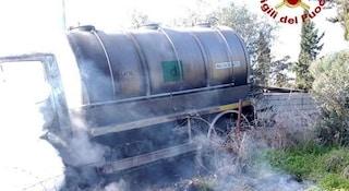 Guerra del latte, uomini incappucciati assaltano e danno alle fiamme una cisterna a Sassari