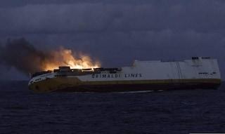 Nave mercantile italiana si incendia e affonda al largo della Francia: in salvo l'equipaggio