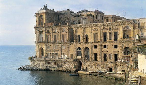 Palazzo Donn'Anna a Napoli: uno dei luoghi visitabili nelle Giornate di Primavera del FAI.
