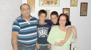 Gli confessa di avere un altro uomo, lui le sferra 14 coltellate: la donna è grave