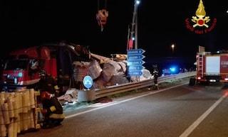 Padova, tir sbanda e perde il pesante carico: Renzo muore schiacciato nella sua auto