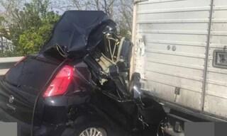 """Incidente devastante in Transpolesana: auto """"decapitata"""", conducente miracolato"""