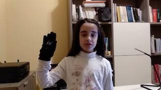 Il guanto che dà voce ai disabili: è progettato dai bambini e costa solo 14 euro