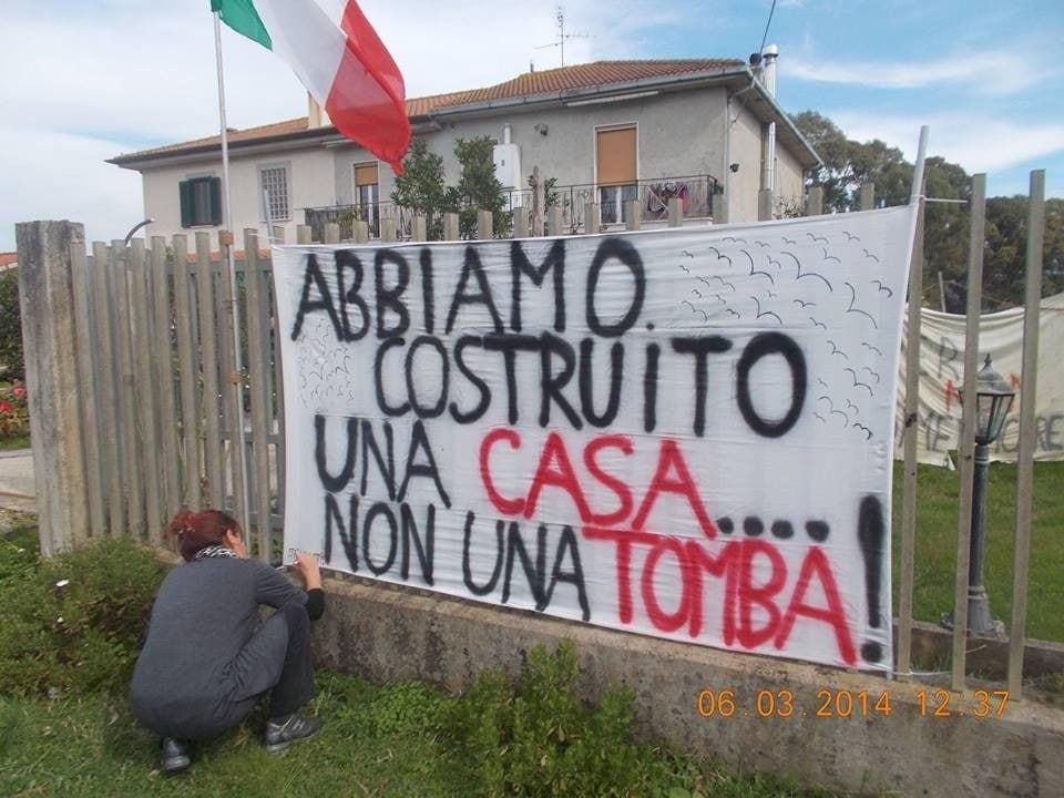 Le proteste degli abitanti di Borgo Montello contro la discarica (Comitato Borgo Montello)