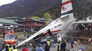 Nepal, scontro tra un aereo e un elicottero vicino l'Everest: tre morti e diversi feriti