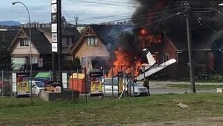 Cile, aereo da turismo precipita su una casa e prende fuoco: 6 morti, nessun sopravvissuto
