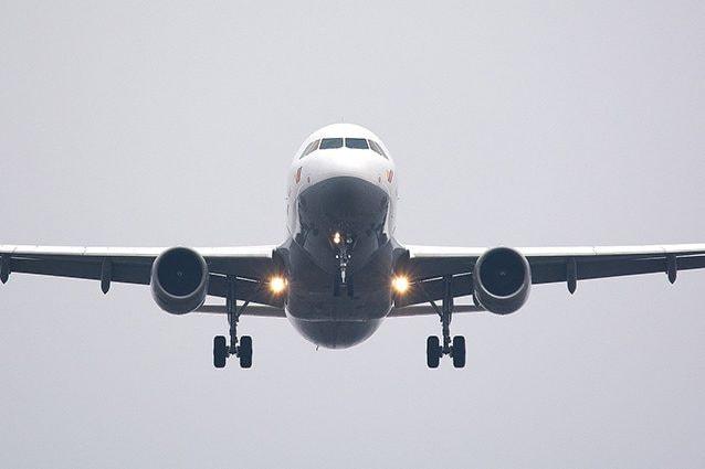 Fumo a bordo a causa della sigaretta elettronica, atterraggio di emergenza per il volo Monaco-Olbia