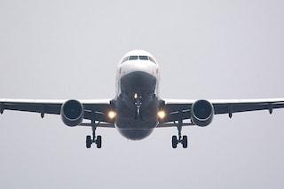 Pensano sia Coronavirus ma è un infarto: aereo bloccato a Brindisi dopo malore di un passeggero