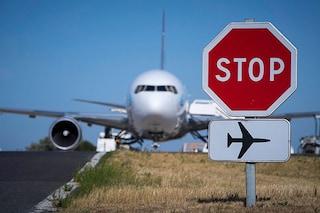 Paura in volo, prende fuoco la ruota di un aereo Air France a Firenze: incendio domato