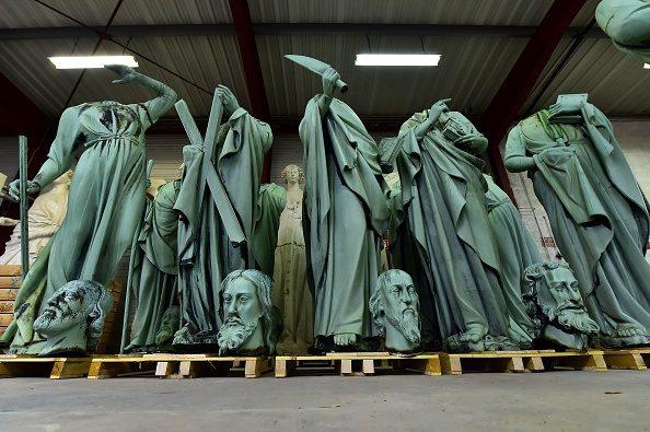 Dodici apostoli e quattro evangelisti: alcune delle statue di bronzo salvate dal crollo della guglia centrale.