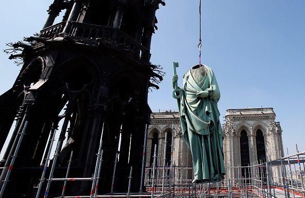 Le sedici statue sono state rimosse lo scorso 11 aprile: per trasportarle, è stato necessario rimuovere la testa.