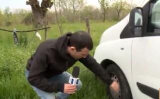 Vicenza, filmano inquinamento del fiume: tagliate le ruote all'auto di una troupe della Rai