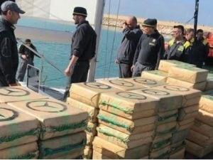 Trovate 6 tonnellate di hashish su una barca a vela al largo della Sicilia