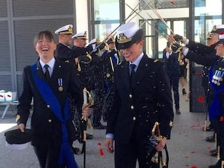 La Spezia, unione civile tra Rosa Maria e Lorella, spose con l'uniforme della Marina Militare
