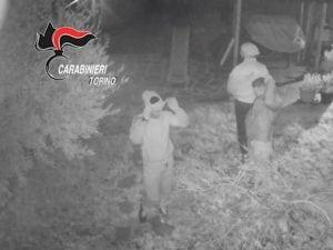 Torino, presi i ladri che durante i furti scattavano foto ai proprietari che dormivano