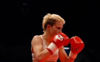 Dieci rapinatori assaltano una coppia: lei è campionessa mondiale di Muay Thai e li fa arrestare