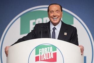 """Silvio Berlusconi dimesso dall'ospedale: """"Sto bene, farò campagna elettorale"""""""