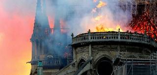 Incendio Notre Dame a Parigi, tra le cause una sigaretta spenta male o un cortocircuito