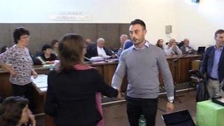 """Caso Cucchi, la stretta di mano in aula tra Ilaria e il superteste Tedesco: """"Mi dispiace"""""""