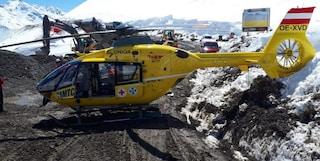 Tirolo. Malore del pilota, il paziente finisce fuori dall'elicottero in volo