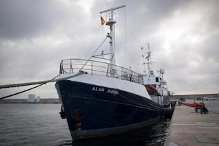Migranti, la nave Alan Kurdi va a Taranto: indicato il porto di sbarco