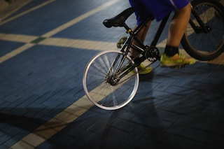 Reggio Emilia, a 5 anni prende la bici ed esce da solo sotto la pioggia. Lo trovano in un bar