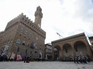 In foto: piazza della Signoria a Firenze.