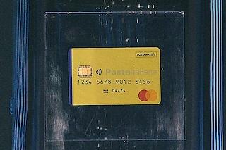 Reddito di cittadinanza, il paradosso della card di Poste Italiane: prelievi e bonifici si pagano