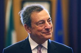 """Mario Draghi agli studenti: """"A chi vuole uscire dall'euro rispondete con una risata"""""""