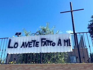 San Benedetto del Tronto, lo striscione delle suore di clausura contro il clima d'odio in politica
