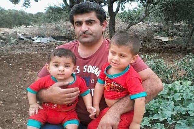 Suleiman e Ibrahim Ismail, due fratelli siriani uccisi assieme alla mamma incinta in un bombardamento russo a Kafranbel (White Helmets)