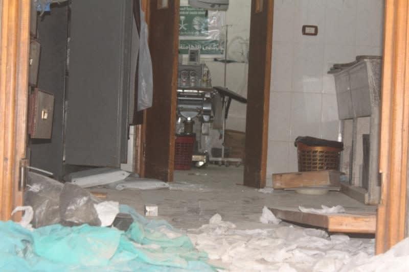 L'ospedale di Al Latamna, a nord di Hama, colpita da un raid aereo e messo fuori servizio domenica 28 aprile (UOSSM)