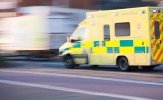 Dramma durante soccorsi, ambulanza investe in pieno 15enne: ragazzino gravissimo