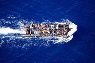 La Marina italiana ha soccorso un barcone con a bordo 100 migranti, non ci sono vittime