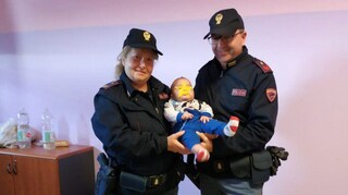 Agrigento, bimbo cade e perde conoscenza: salvo grazie all'aiuto della Polizia di Stato