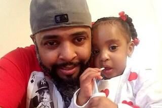 Zoey, morta a 3 anni intrappolata nell'auto in fiamme del papà: l'uomo accusato di omicidio