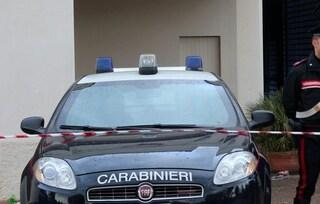 Scandicci, si barrica in casa e sequestra figlia di 8 anni: irruzione dei carabinieri