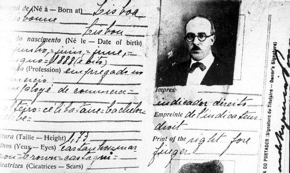 """La carta di identità di Fernando Pessoa. Alla dicitura """"professione"""" si legge """"impiegato nel commercio""""."""