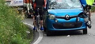 Auto entra sul percorso della Gran Fondo della Versilia e travolge ciclisti, grave 53enne