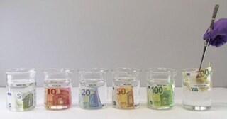 Messe in circolazione le nuove banconote da 100 e 200 euro: resistono a lavatrice e ferro da stiro