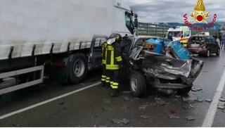 Tir contro auto: un uomo morto e un ferito sull'autostrada A1