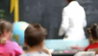 Teramo, schiaffi e minacce ai bimbi di 5 anni: sospesa maestra, incastrata dalle telecamere