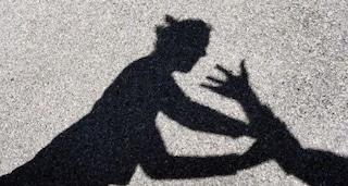 """""""Venite mia nuora sta picchiando mio nipote"""": nonna fa arrestare la madre violenta a Parma"""