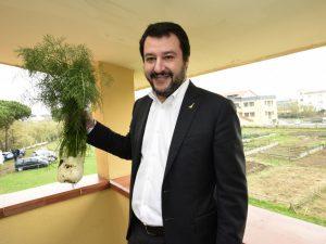 Matteo Salvini in visita a Varcaturo, nei terreni sequestrati alla camorra