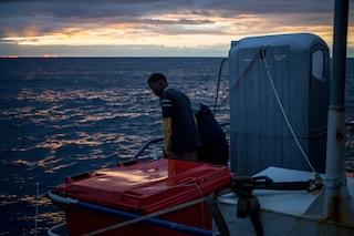 """Migranti, Sea Watch: """"Restiamo in alto mare aspettando un porto sicuro, siamo di nuovo soli"""""""