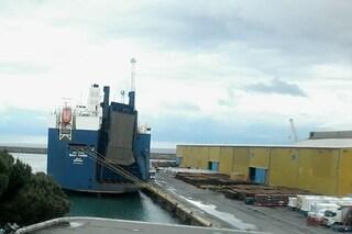 I portuali di Genova hanno vinto: la nave delle armi ha lasciato l'Italia senza caricare nulla
