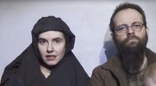 """Rapita col marito in Afghanistan, rivela: """"Mi ha violentata durante la prigionia"""""""