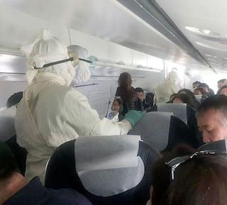 Peste bubbonica, moglie e marito morti: scatta il panico in aereo, controlli a tappeto